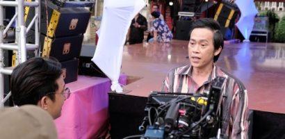 Danh hài Hoài Linh xuất hiện trên phim trường gameshow?