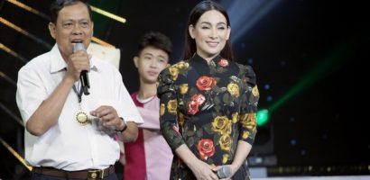 Nghệ sĩ Thoại Mỹ và ca sĩ Phi Nhung háo hức song ca cùng nông dân