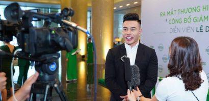 Lê Dương Bảo Lâm lịch lãm trong ngày nhận chức CEO