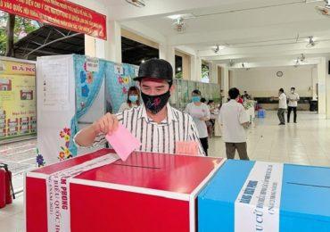 Đan Trường hào hứng trong lần đầu đi bầu cử