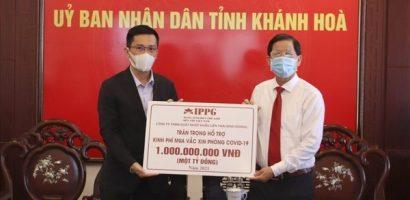 Quỹ Vì cộng đồng IPP trao tặng 1 tỉ đồng mua vaccine COVID-19 tại Khánh Hoà
