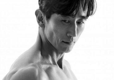 Cha In Pyo khoe cơ bắp ở tuổi 54